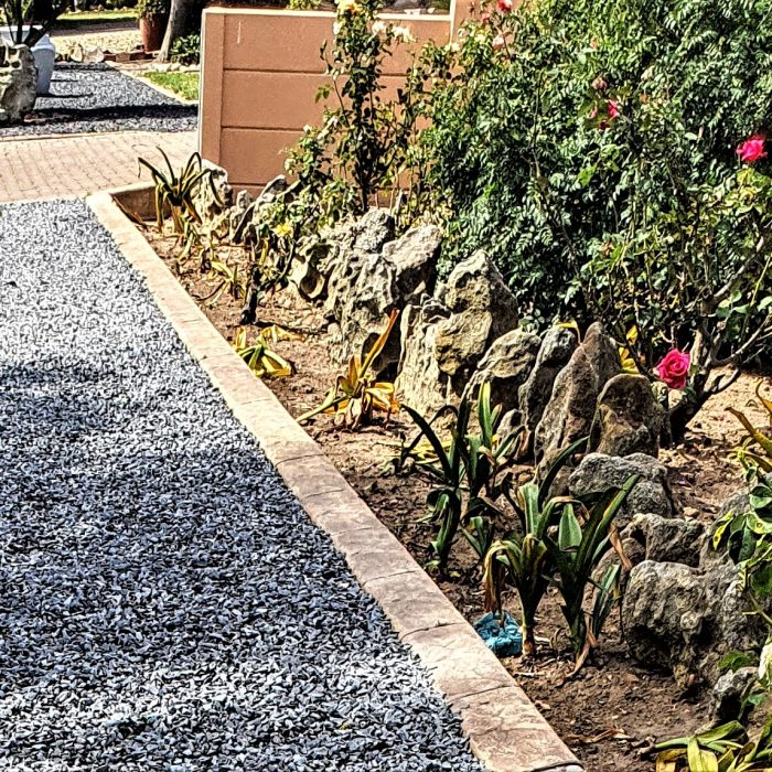 AGGREGATE GREY WITH GARDEN EDGING