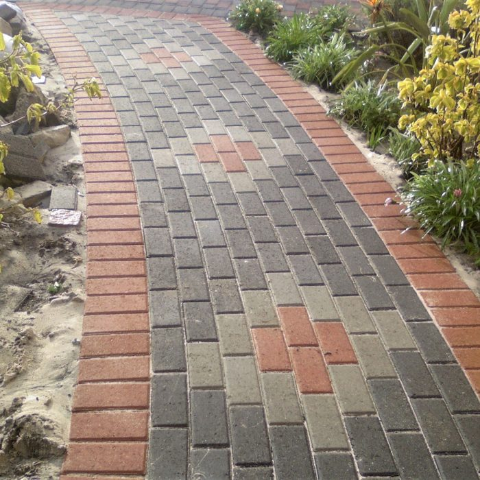 CEMENT BOND PAVERS WITH PATTERN DISPLAYING VARIOUS COLOURS