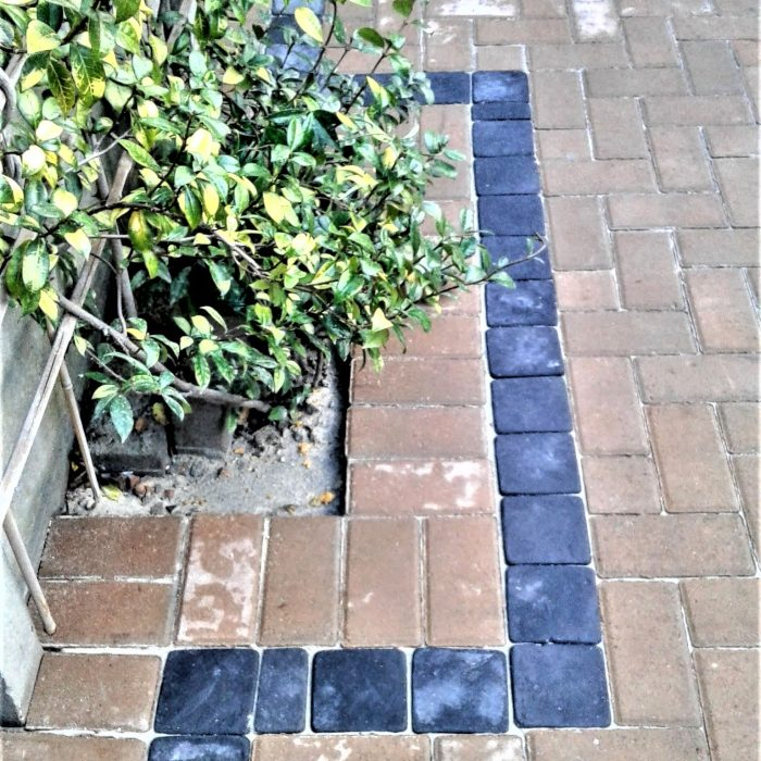 CEMENT BOND TAN PAVERS WITH COBBLE BORDER (2)