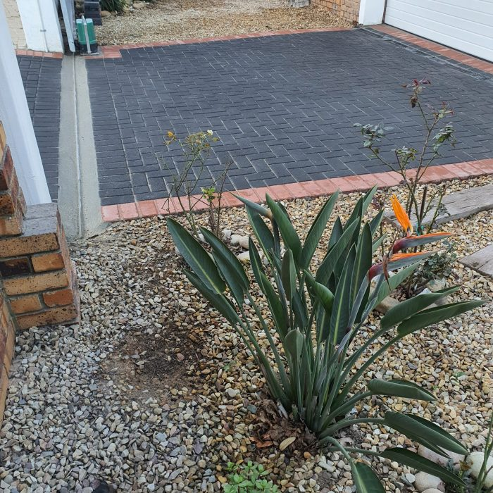 CHARCOAL CEMENT PAVER WITH TERRACOTTA BORDER