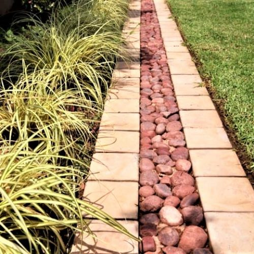 GARDEN EDGING WITH COBBLE LOOK(1)