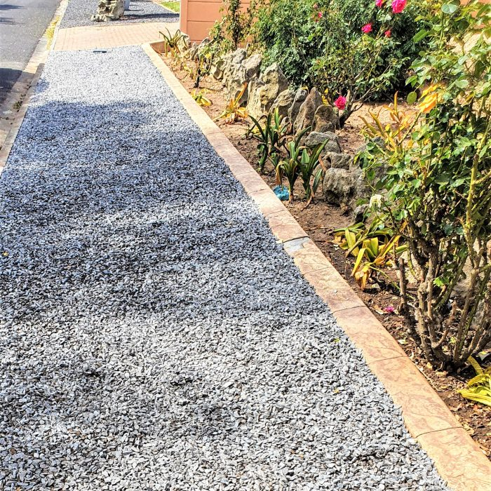GARDEN EDGING WITH GREY AGGREGATE STONE