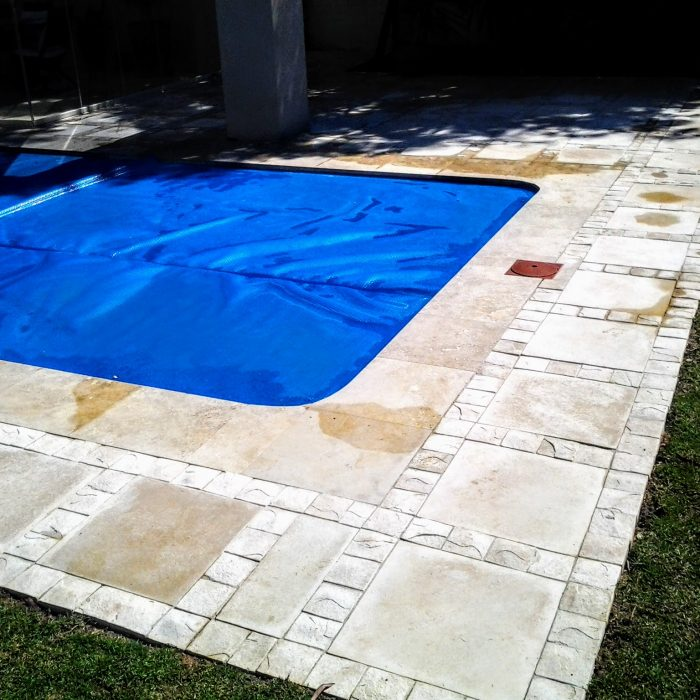 POOL SLABS WITH COBBLE BORDER