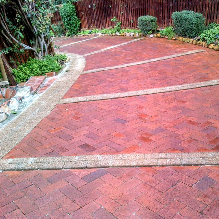 RED DE HOOP PAVERS WITH AGGREGATE GRIP PAVERS