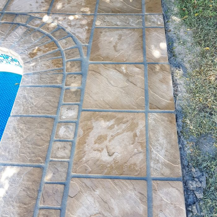 SLABS SANDSTONE WITH COPING _ COBBLES